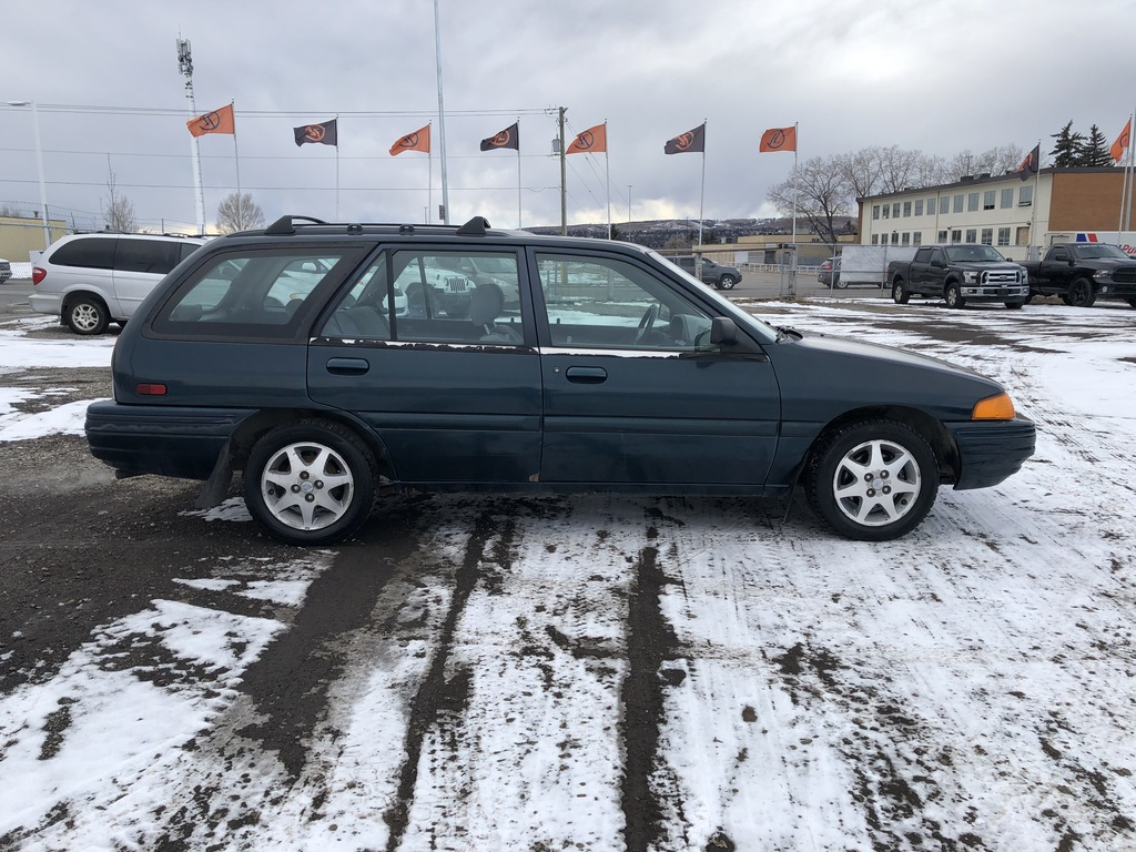 Pre-Owned 1996 Ford Escort 4dr Wgn LX