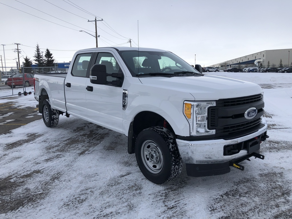 Pre-Owned 2017 Ford F-350 4WD Crew Cab 176 XL / Bluetooth