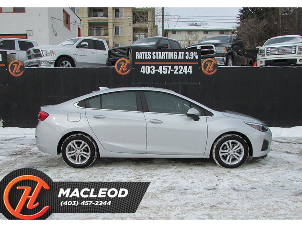 Pre-Owned 2019 Chevrolet Cruze 4dr Sdn LT