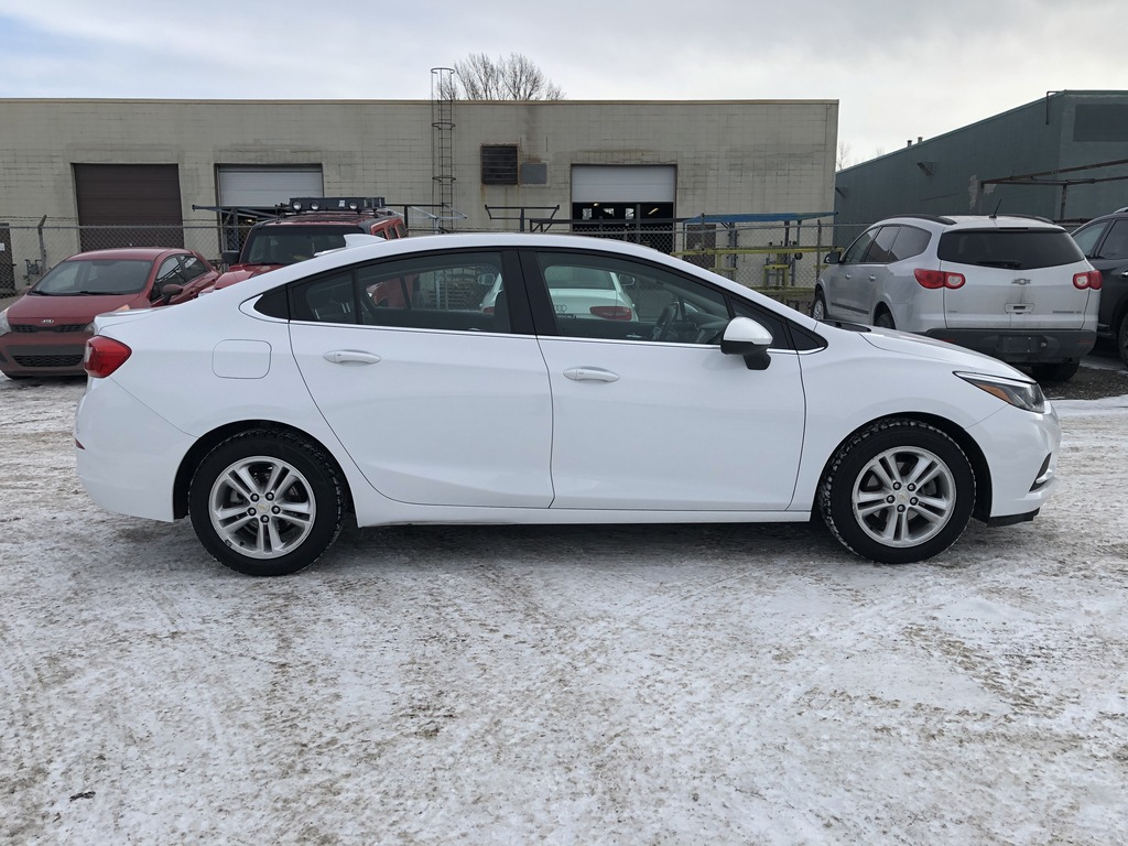 Pre-Owned 2016 Chevrolet Cruze Sunroof / Back up cam