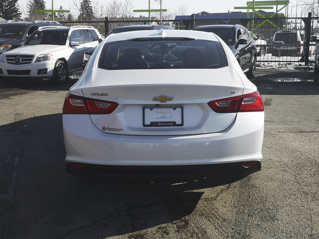 Pre-Owned 2017 Chevrolet Malibu LT w/1LT / Back Up Camera / Bluetooth