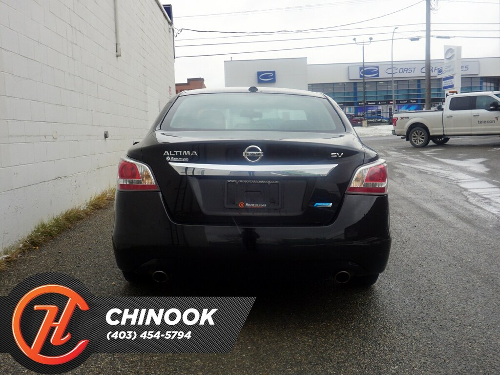 Pre-Owned 2015 Nissan Altima SV w/ Bluetooth,Heated Seats,Sunroof