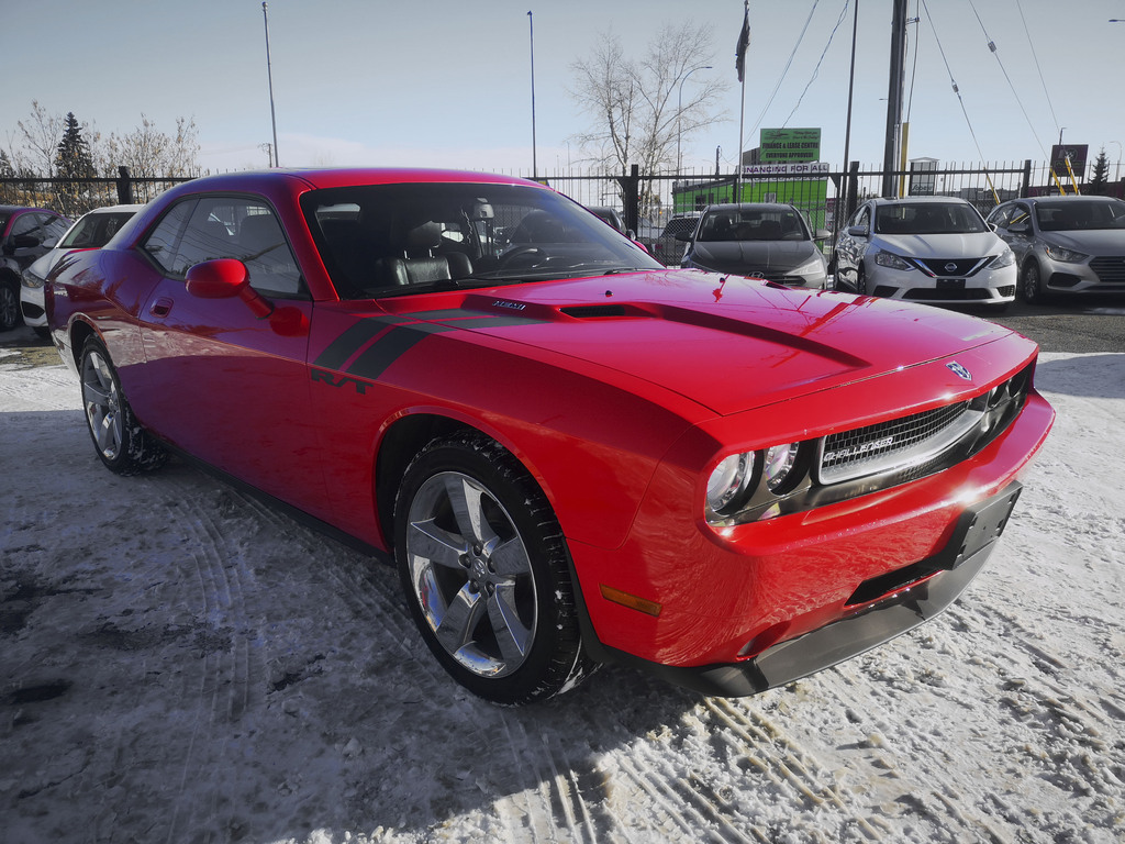 Pre-Owned 2010 Dodge Challenger R/T / Leather / Heated Seats