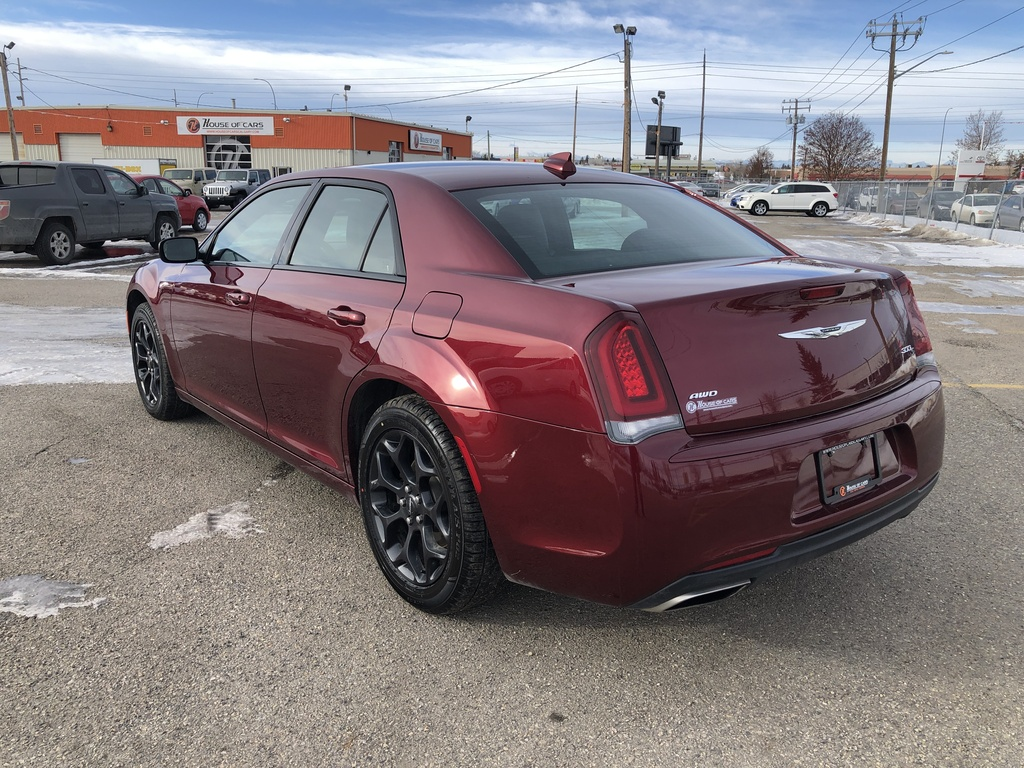Pre-Owned 2019 Chrysler 300 300S AWD / Leather / Back up cam