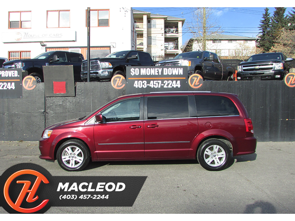 Pre-Owned 2017 Dodge Grand Caravan CREW STOW AND GO