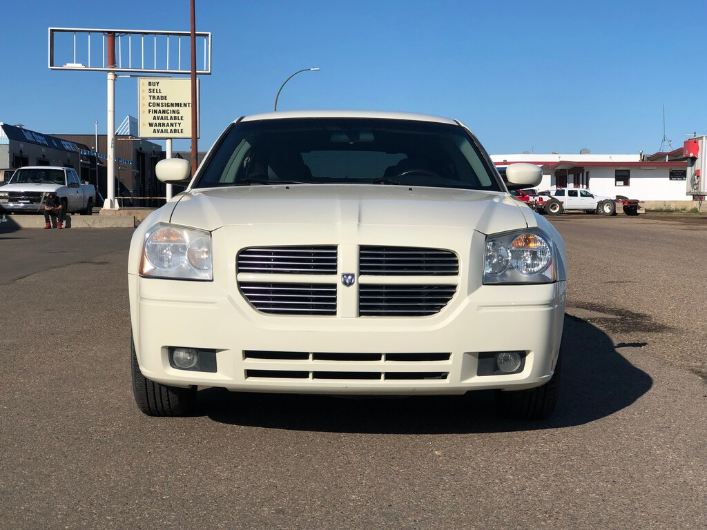 Pre-Owned 2006 Dodge Magnum Base