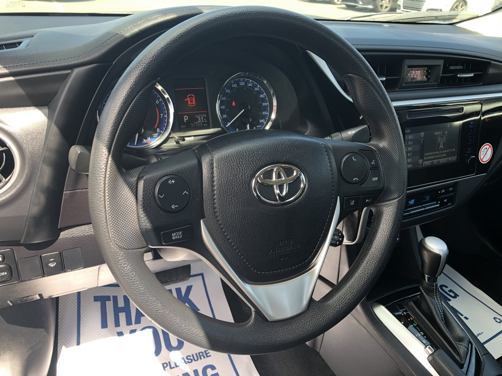 Pre-Owned 2019 Toyota Corolla Back Up Cam / Bluetooth / Power Window / Must See!