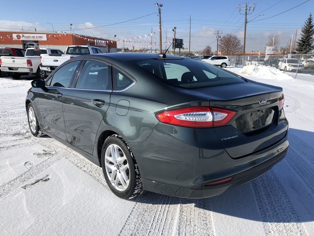 Pre-Owned 2016 Ford Fusion 4dr Sdn SE FWD / Back up cam / Bluetooth