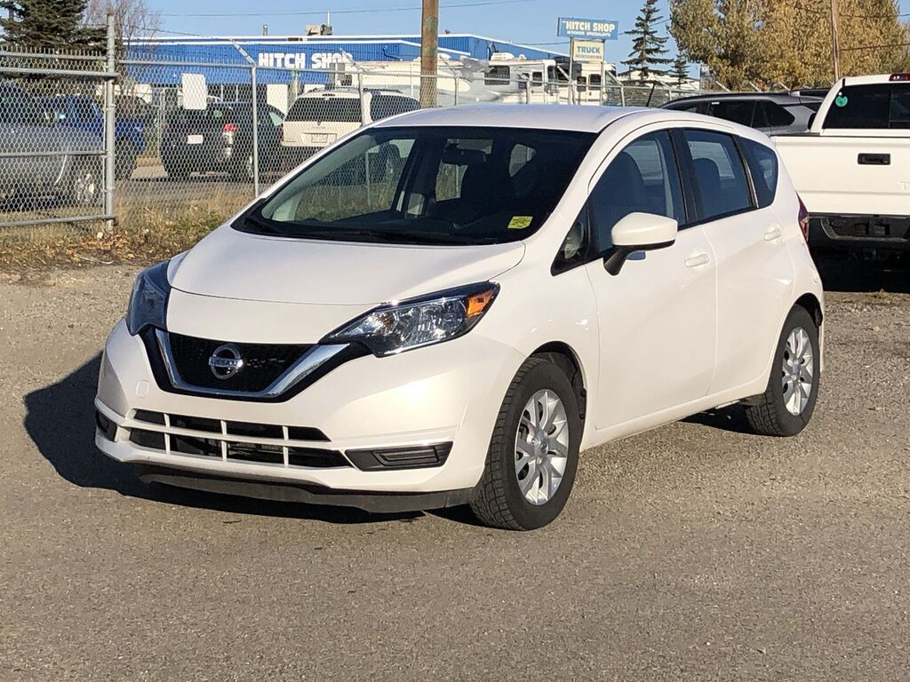 Pre-Owned 2017 Nissan Versa Note SV / Heated Leather Seats /Back up Camera