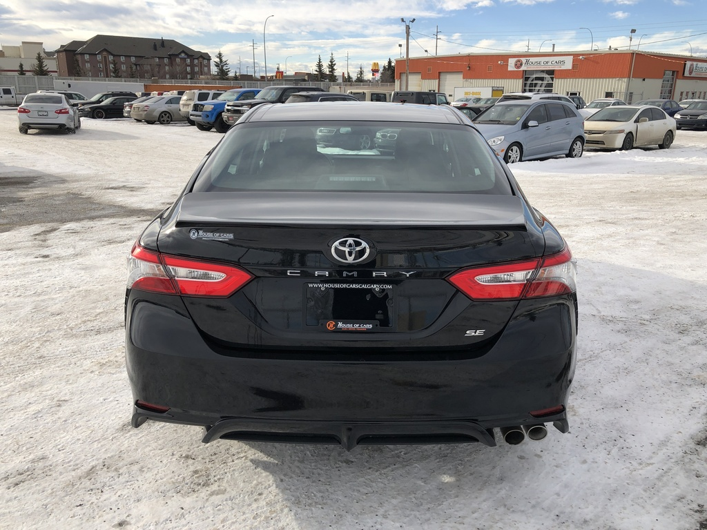 Pre-Owned 2019 Toyota Camry SE Auto / Back up cam / Heated seats