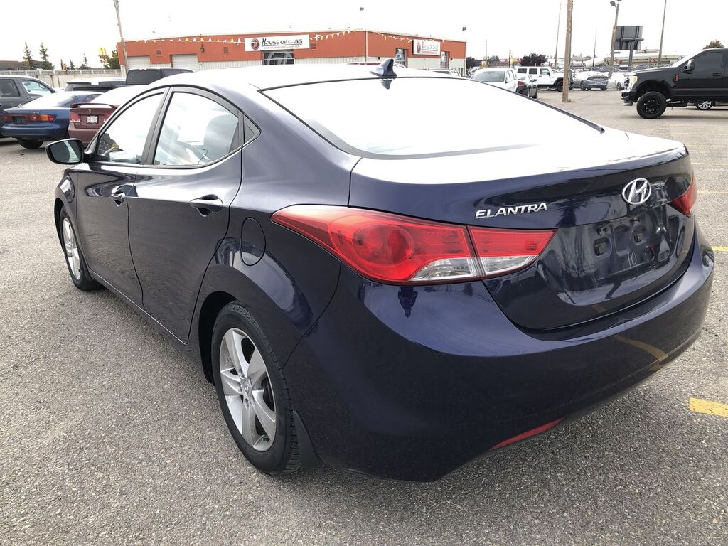 Pre-Owned 2012 Hyundai Elantra GLS / Heated seats / Sunroof