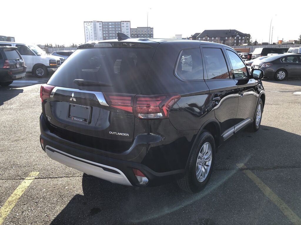 Pre-Owned 2019 Mitsubishi Outlander ES / Back up cam / Heated seats