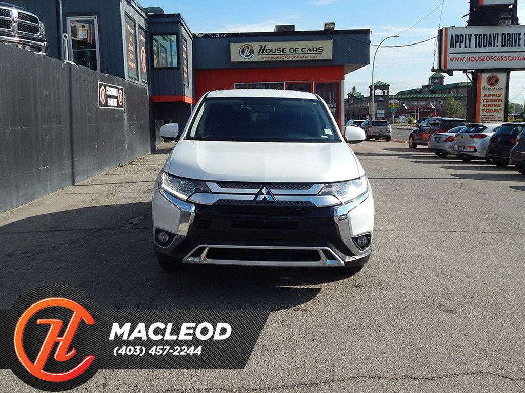 Pre-Owned 2020 Mitsubishi Outlander ES S-AWC BACKUP CAM HEATED SEATS