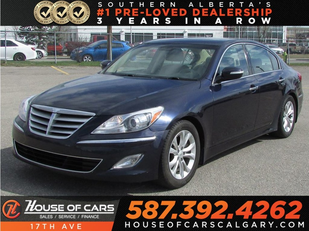 Pre Owned 2013 Hyundai Genesis 3.8 / Sunroof / Leather / Heated Seats