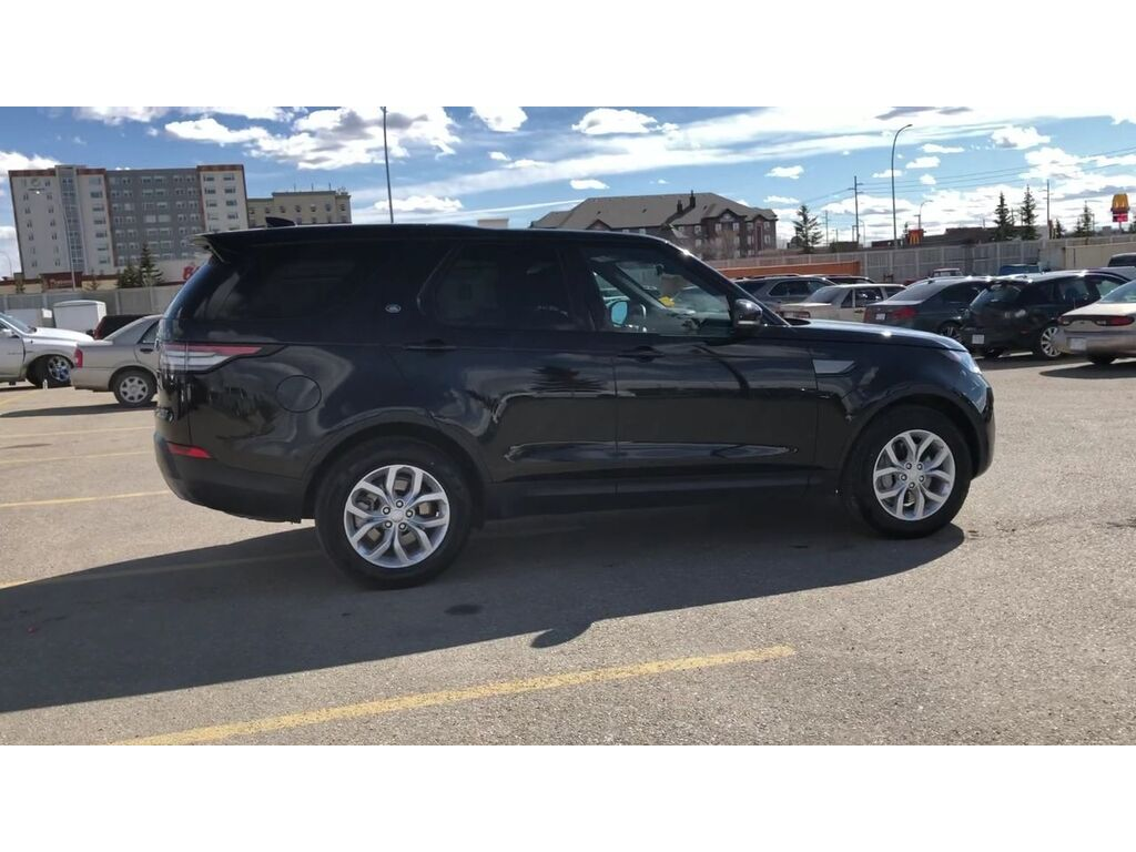 Pre-Owned 2018 Land Rover Discovery SE / Navi / Back Up Camera / Leather seats