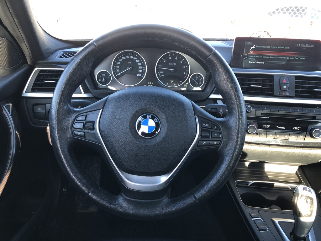 Pre-Owned 2017 BMW 3 Series 330i AWD / Navi / Heated Seats / Sunroof