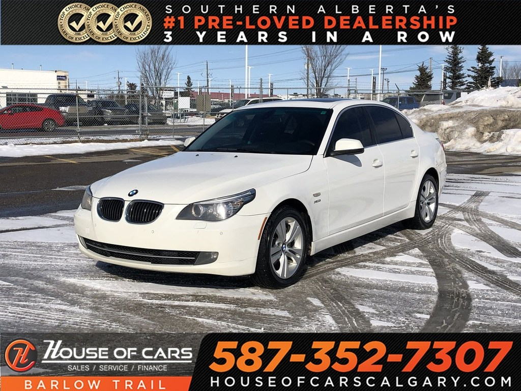 Pre-Owned 2010 BMW 528 i xDrive / Back up Camera / Sunroof