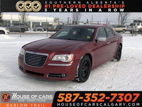 Pre-Owned 2012 Chrysler 300C Heated leather seats / Sunroof / Navi