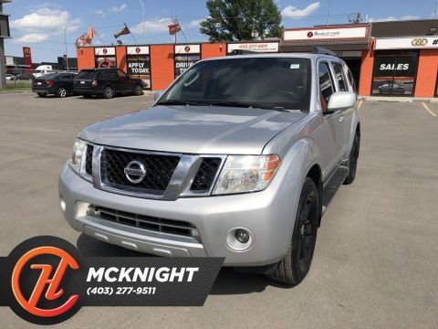 Pre-Owned 2009 Nissan Pathfinder SE / Leather / Sunroof